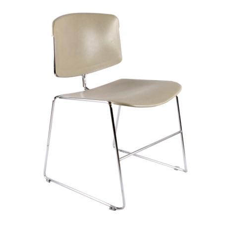 chaise américaine en plastique beige et chrome par max stacker