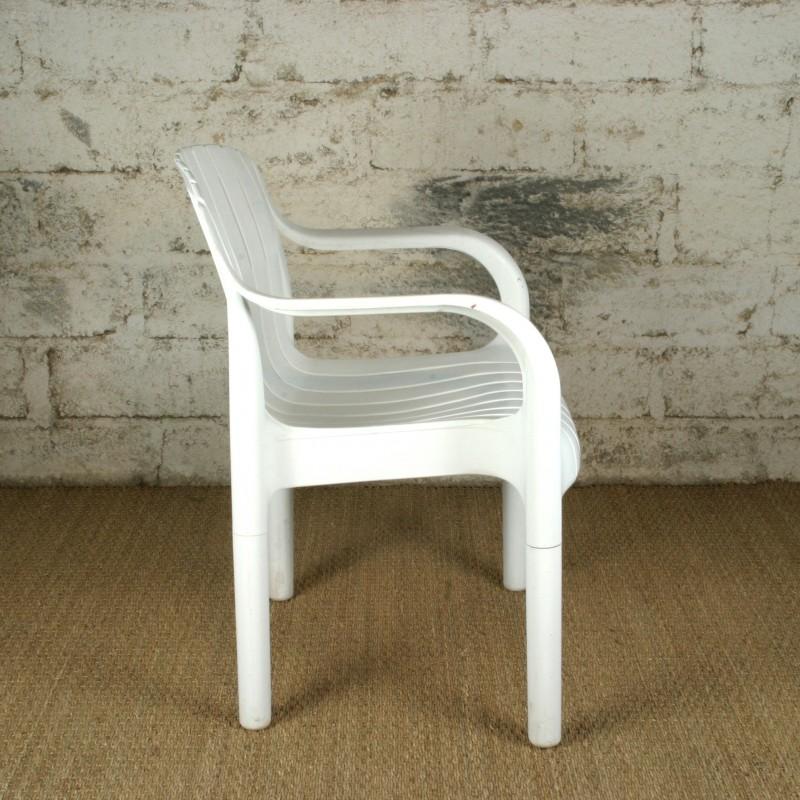 fauteuil en plastique mod le dangari par pierre paulin. Black Bedroom Furniture Sets. Home Design Ideas